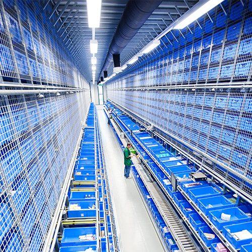 V Ljubljani razpolagamo z logističnim centrom velikih prostorskih in tehnoloških zmogljivosti in celovito informacijsko podporo